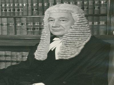 Man in wig