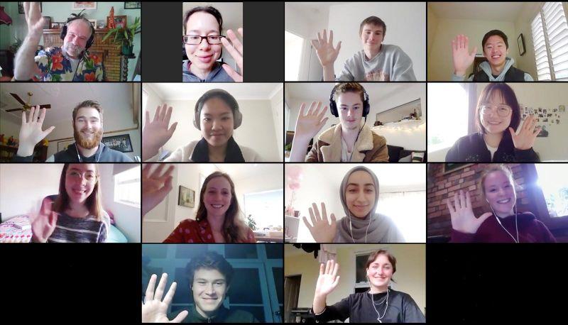 Professor Ian Malkin and his class waving hello on Zoom 👋