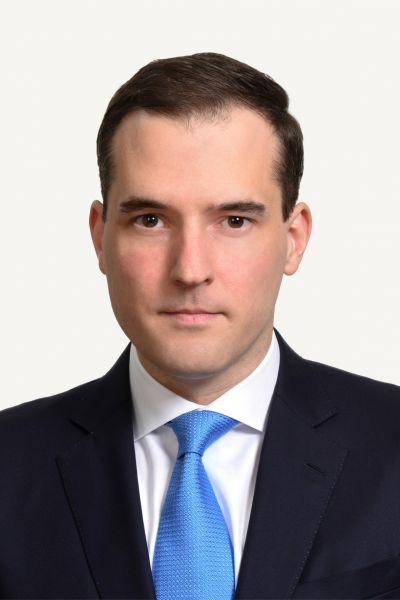 Benjamin Crawford (BA 2005, LLB(Hons) 2005), counsel in Allen & Overy's Beijing office.