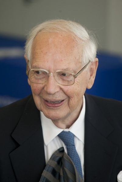 Sir Ninian Martin Stephen (LLB 1949, LLD 1985), who had many associations with the Melbourne Law School throughout his life, including his years as an honorary Professorial Fellow of the Law School.
